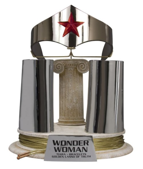 JLA-Trophy-Room-Wonder-Woman-Tiara-Bracelets-and-Lasso-Prop-Replica