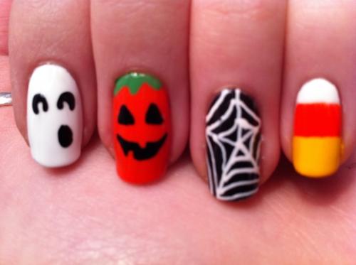 Halloween-Nnails-Designs