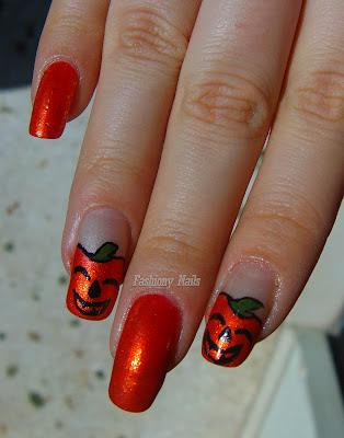 halloween-pumpkin-nail-design