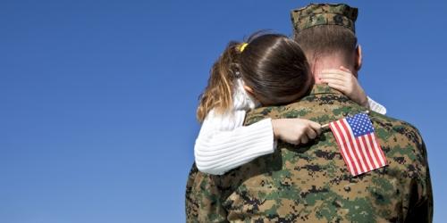 hug-soldier-veteran