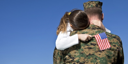 hug-soldier-veteran