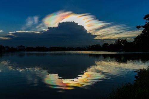 Cloud-iridescence-on-horizon.jpg.838x0_q80